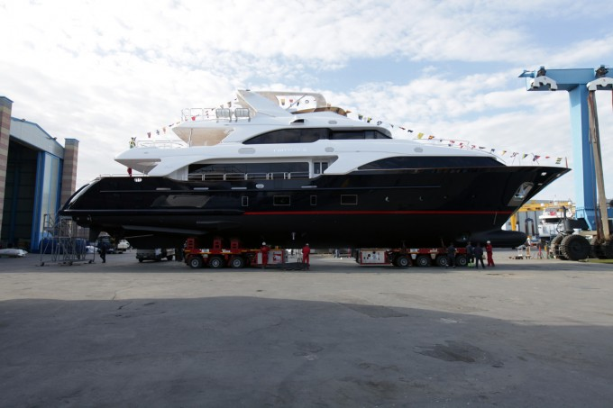 Motor Yacht Option B
